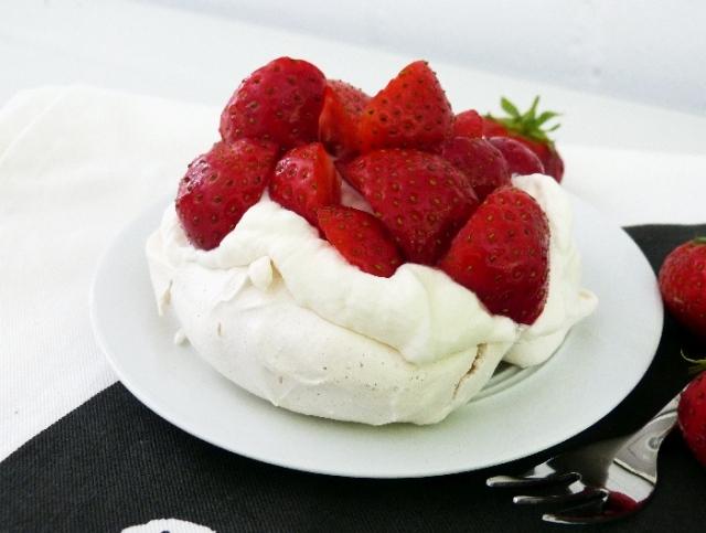 Pavlova Erdbeer Törtchen_klein