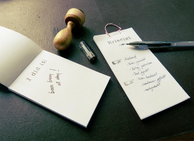 notizbl cke selber machen und meine schon erledigt liste diy heiter hurtig. Black Bedroom Furniture Sets. Home Design Ideas